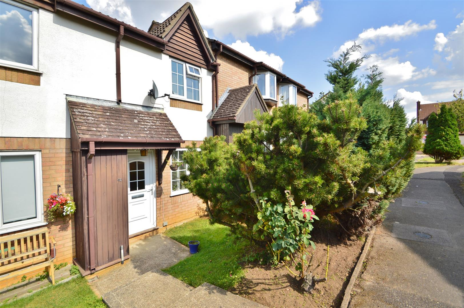 2 Bedrooms Terraced House for sale in Betjeman Close, Larkfield